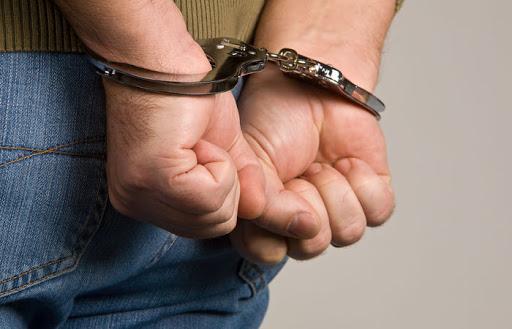 Подозреваемый в хранении наркотиков получил 2,5 года тюрьмы за подкуп полицейского