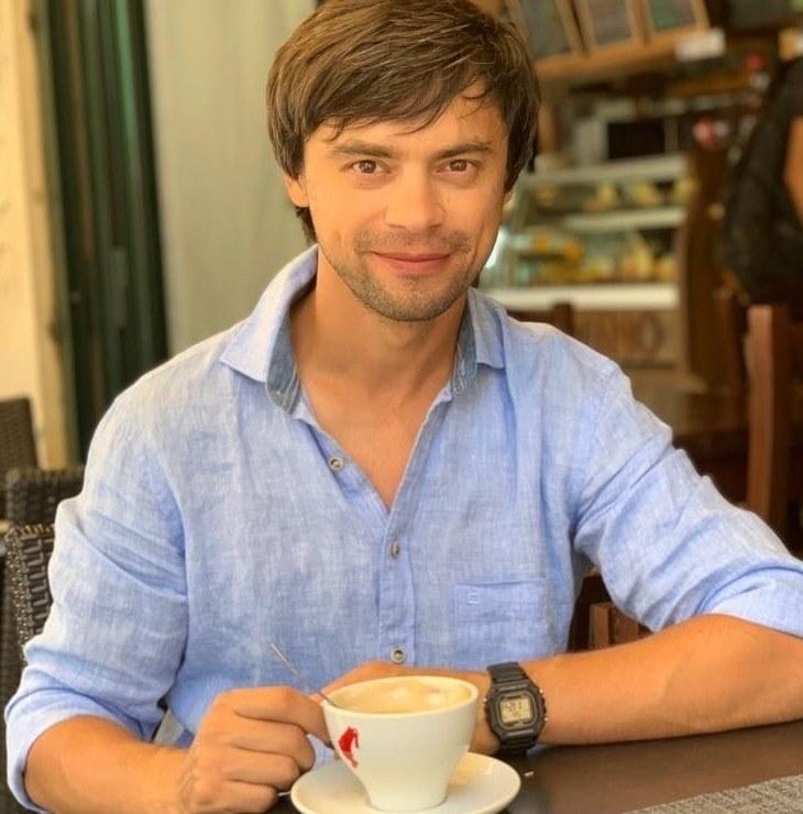 В Ужгороде запугивают депутата горсовета: на его машину положили похоронный венок