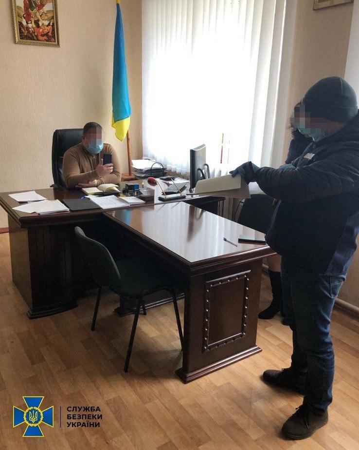 В Житомире подполковник получил взятку от ветерана АТО: посредником был чиновник «Укркосмоса»