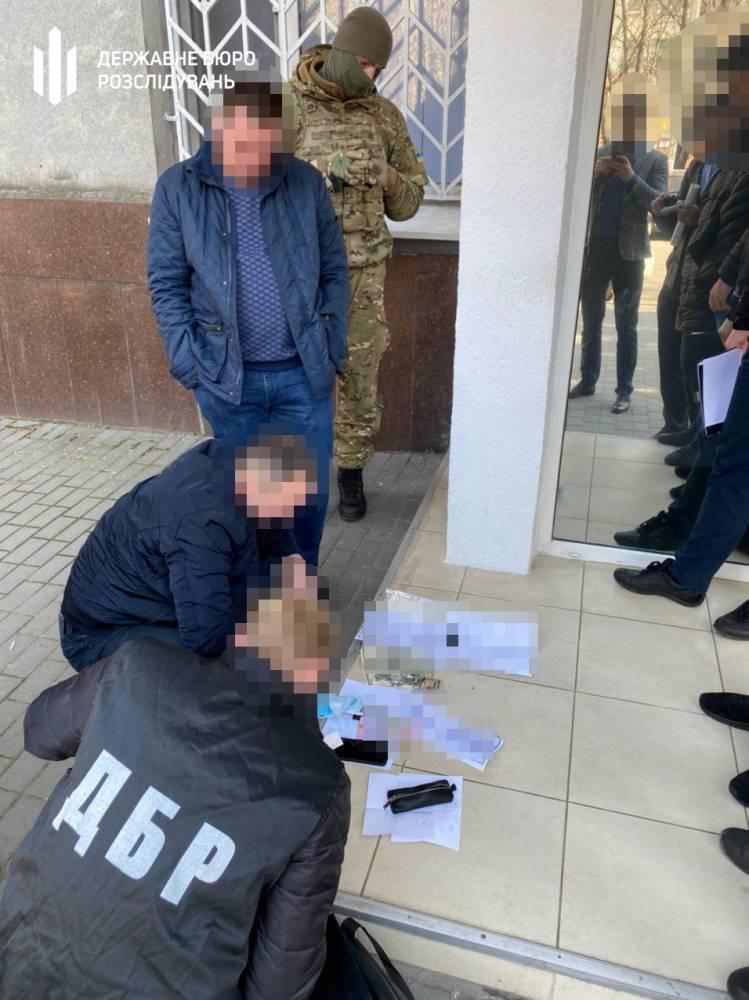 В  Каменском полицейские  торговали разрешениями на травматическое оружие