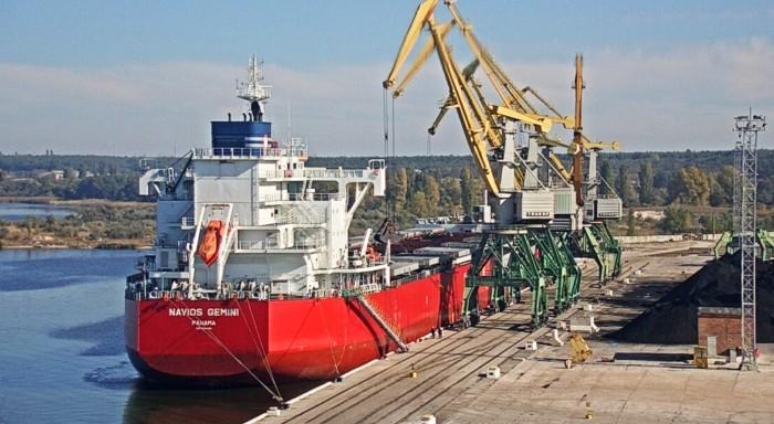 «Карантин» в порту Ольвия: докеры без средств защиты обслуживают суда из Италии