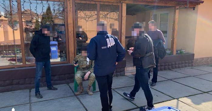Инспектор Мукачевского погранотряда за взятку обещал помочь контрабандисту