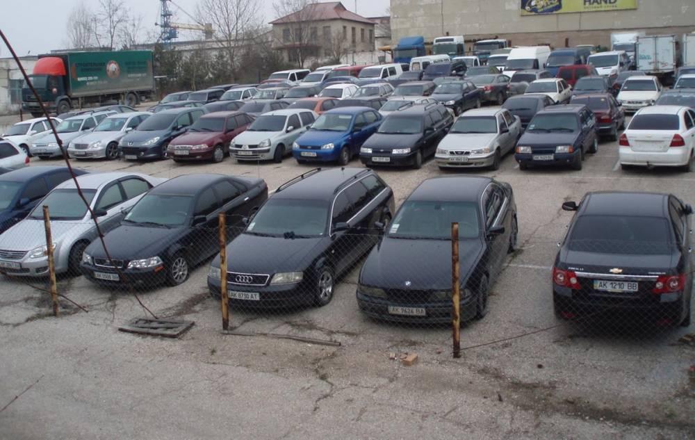 В Киеве госиполнители вместе с работниками МВД воровали машины со штрафплощадок