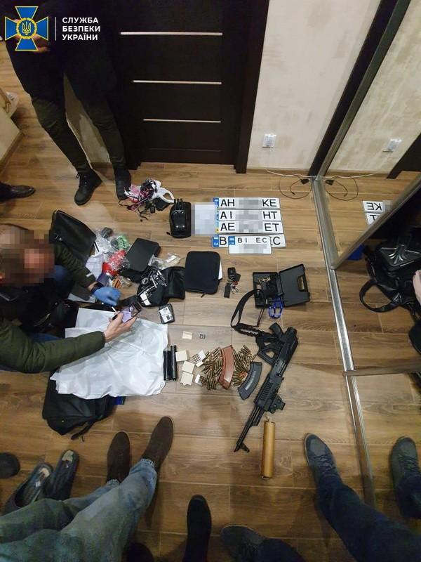 Разыскиваемому за попытку подорвать торговый центр в Харькове вручили подозрение