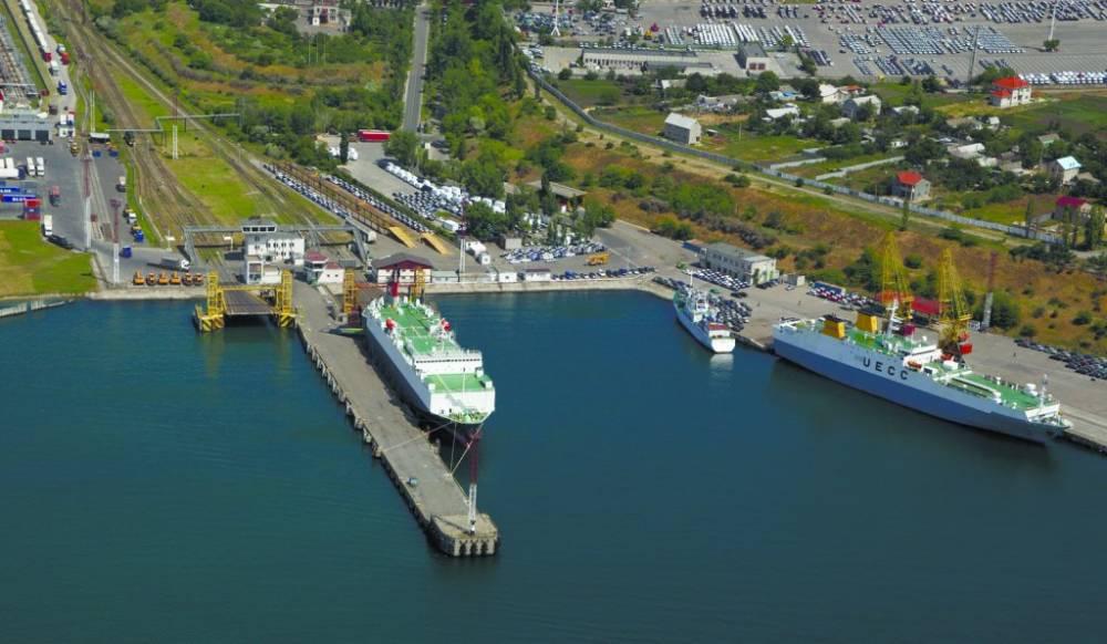 Директор Черноморского порта пытается убрать частную фирму, установившую незаконный весовой комплекс