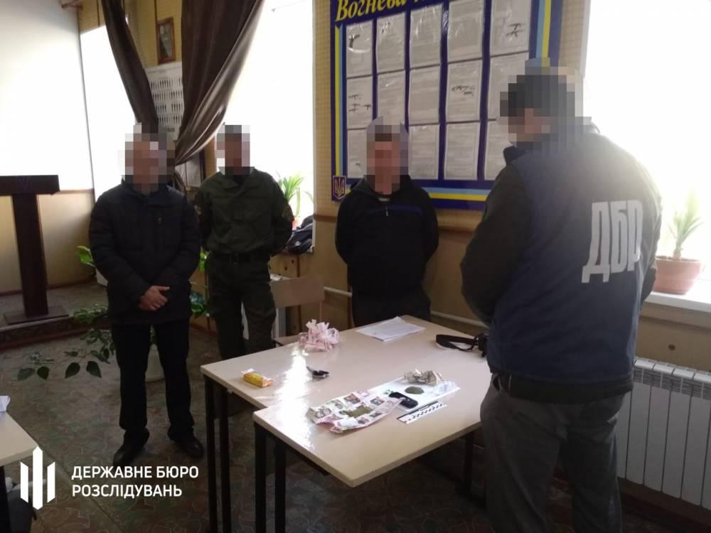 Инспектор Бахмутского СИЗО систематически сбывал наркотики заключенным