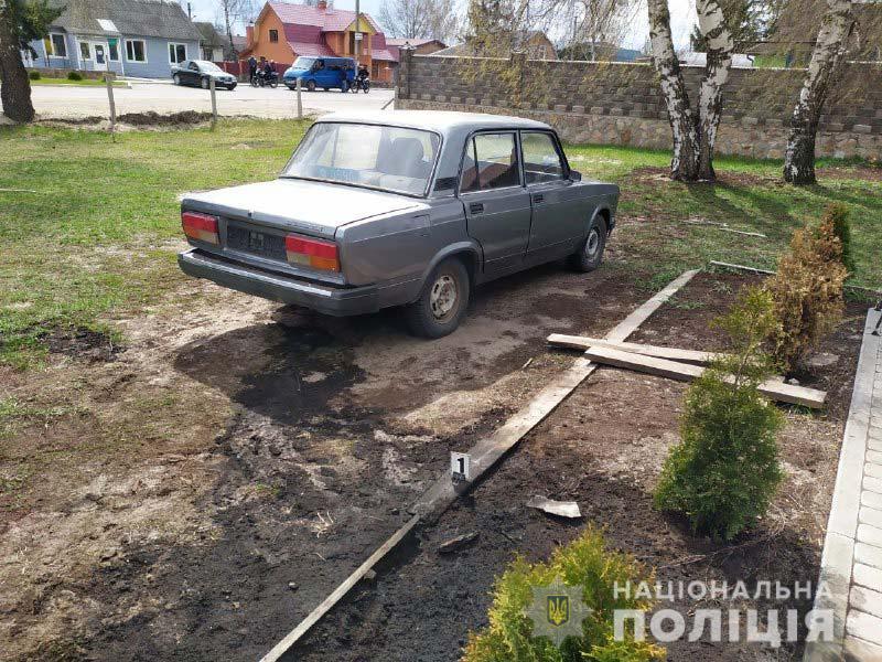 Житель Ровенской области поджег автомобиль полицейских из-за отказа праздновать с ним Пасху