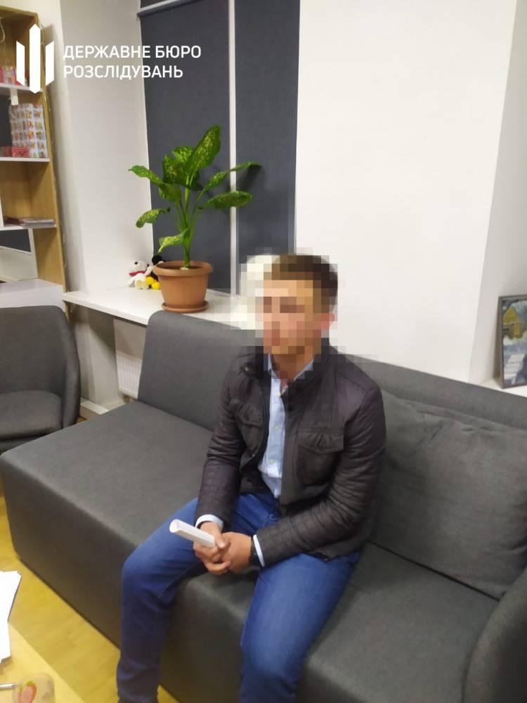 В Краматорске патрульный просил тысячу долларов у продавца наркотиков