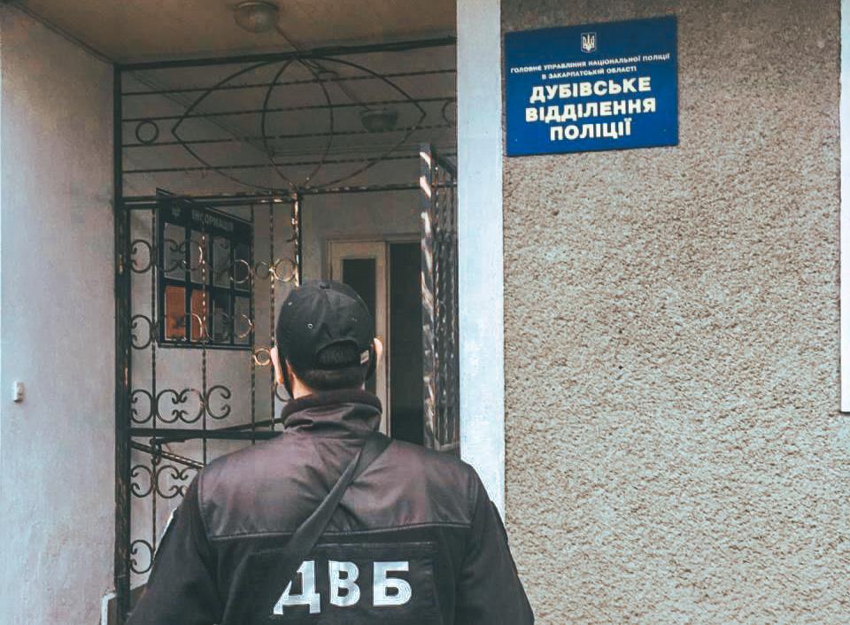Закарпатские полицейские воровали топливо со служебных автомобилей