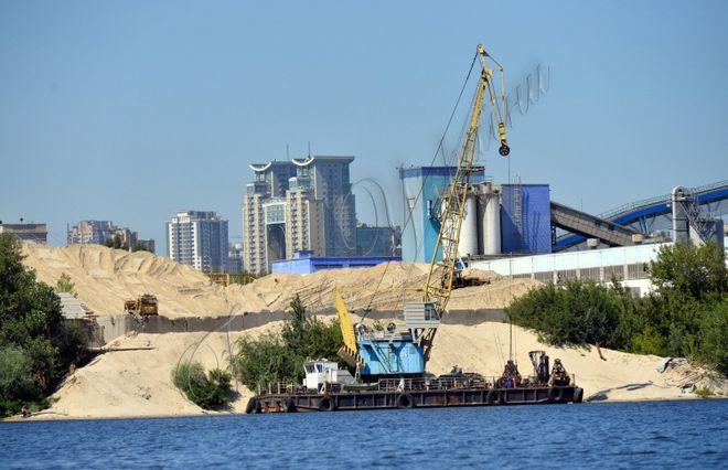 Фирму миллиардера Григоришина уличили в незаконной добыче песка на Днепре