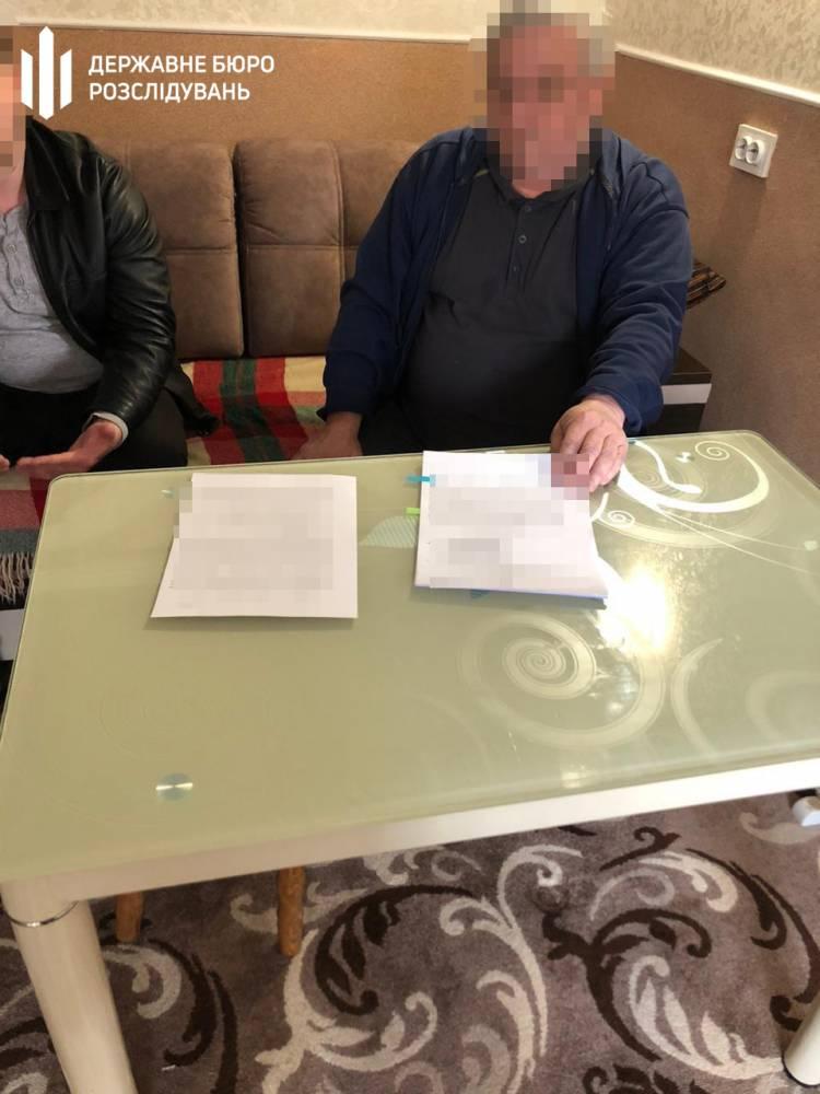 Судья и адвокат в Житомирской области получили взятку за возвращение имущества для незаконной добычи янтаря