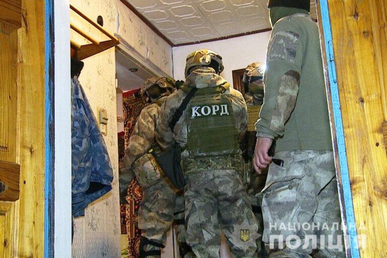 Житель Шаргорода угрожал расправой своему соседу и подстрелил четырех полицейских