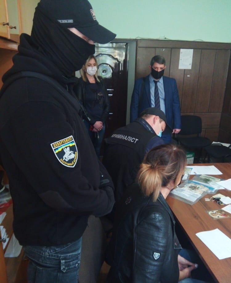 В Беляевке угонщик пытался откупиться от следователя за 1,5 тысячи долларов