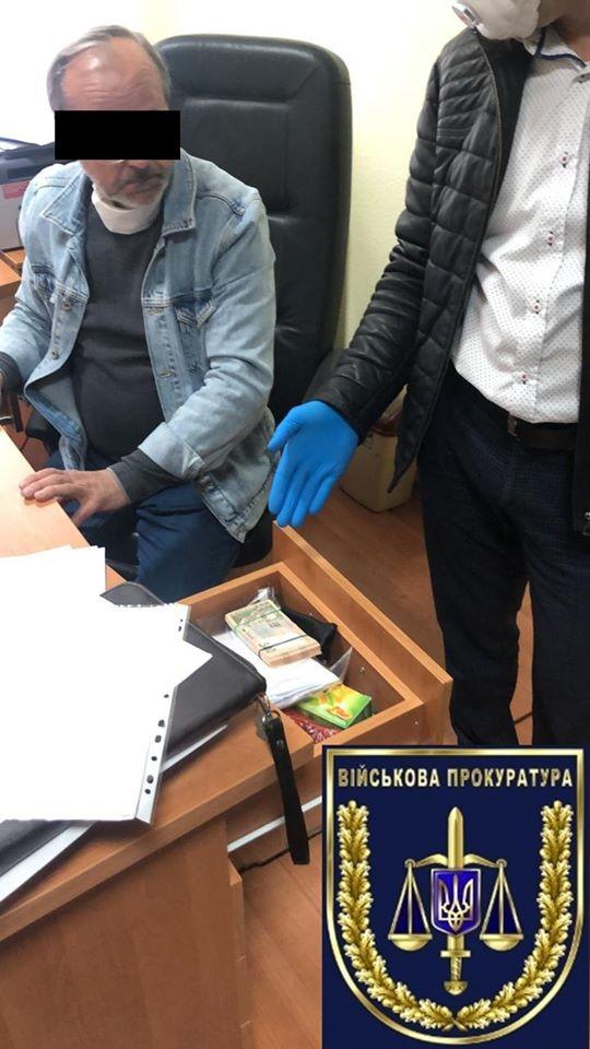 Директор центра сертификации в Никополе, требовавший взятку за документы на медицинские маски, отделался штрафом