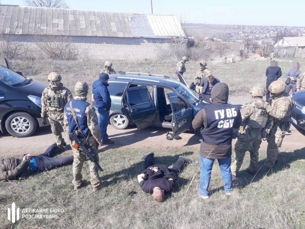 Офицер СБУ из Луцка пытался подкупить военных для провоза крупной партии валюты
