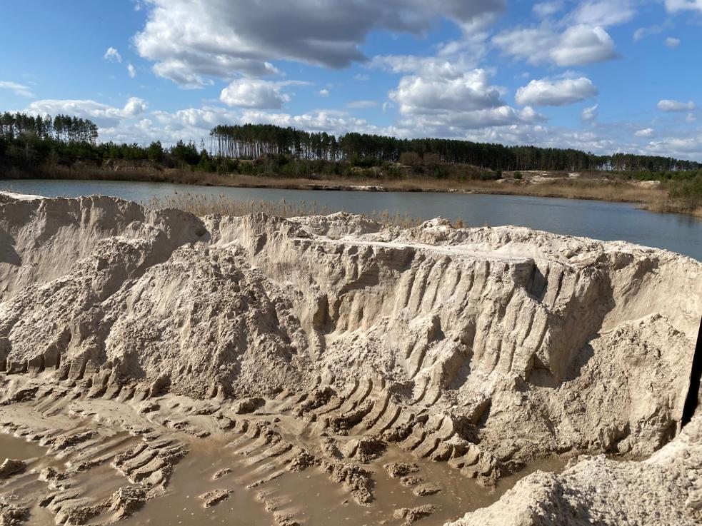 В Ровенской области предприятие незаконно добывало песок в промышленных масштабах