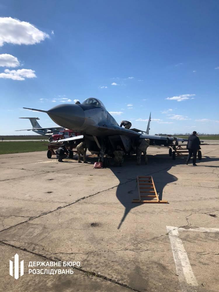 В Мелитополе пилот истребителя нарушил правила полетов и повредил самолет