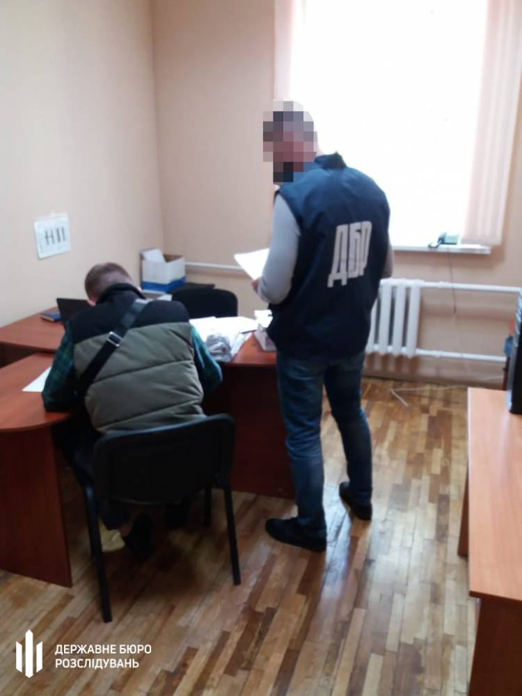 Экс-офицер воинской части в зоне ООС присваивал себе зарплаты солдат