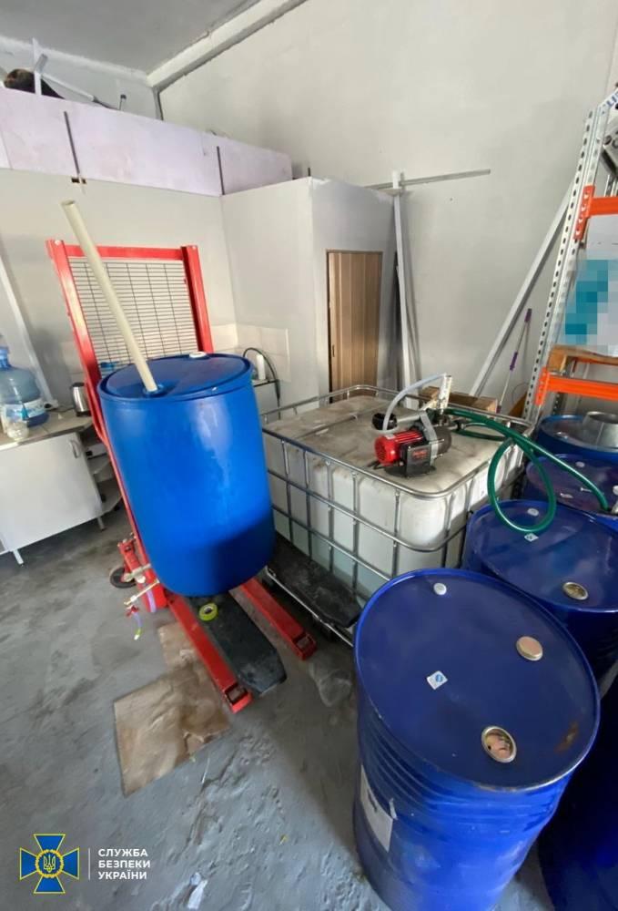 В Днепре и Ивано-Франковске обнаружили подпольные производства некачественных антисептиков