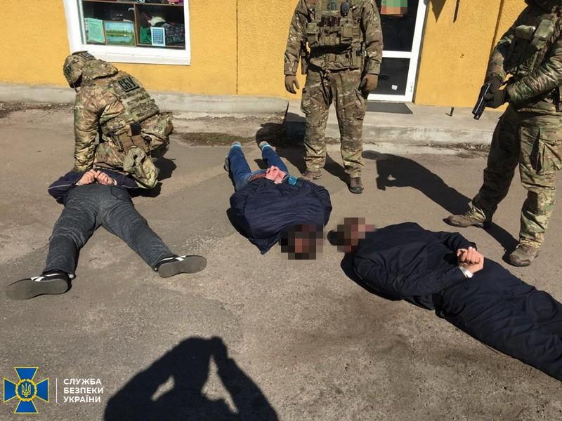 В Донецкой области полицейские вымогали у наркоторговца 20 тысяч гривен