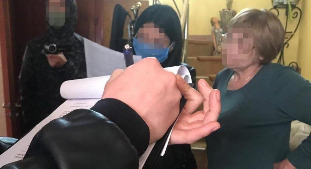 В Мукачево пенсионерка продавала наркотики школьникам