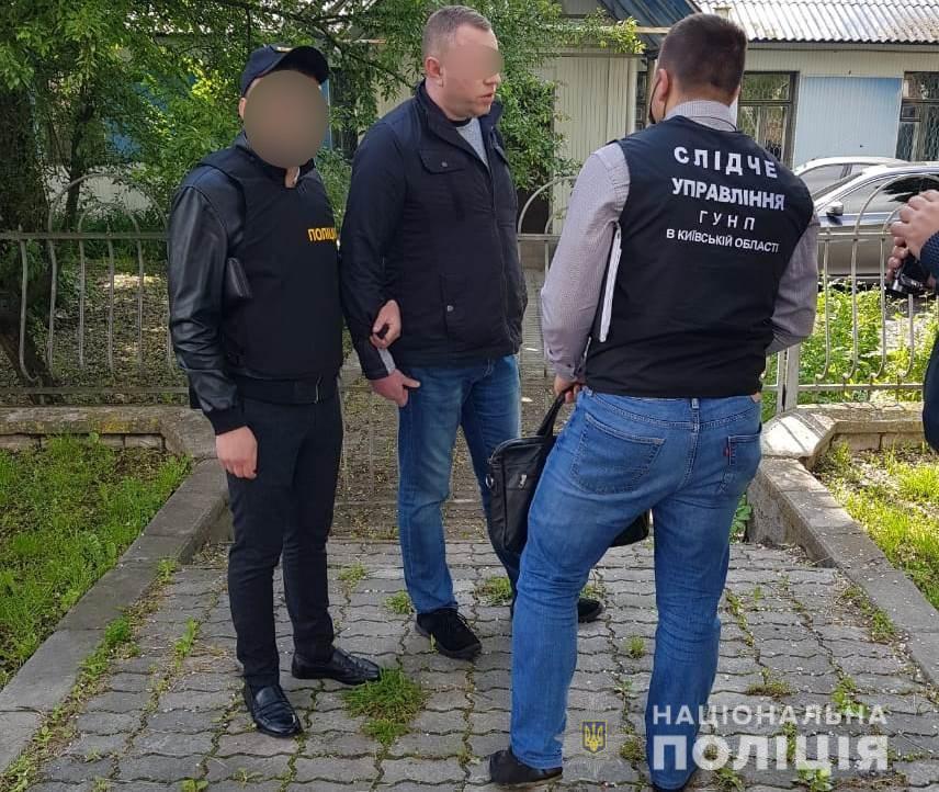 Чиновник  Киевстандартметрологии брал вызятку за сертификат на духи
