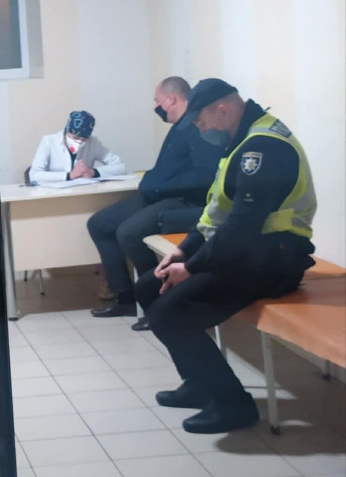 Во Львове по подозрению в пьяном вождении задержали топ-офицера полиции