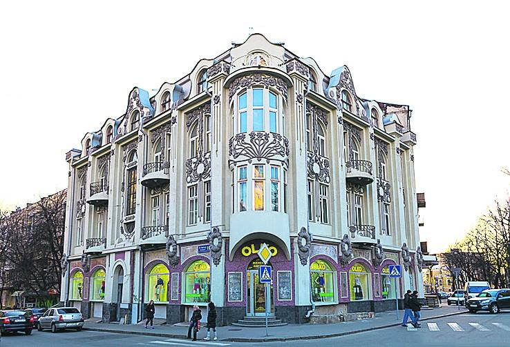 Семья харьковского коммунальщика приобрела за 12 млн гривен несколько квартир и нежилое здание
