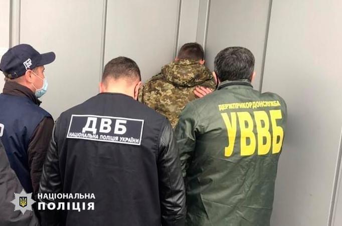 Львовский пограничник занимался сбытом наркотиков среди своих знакомых