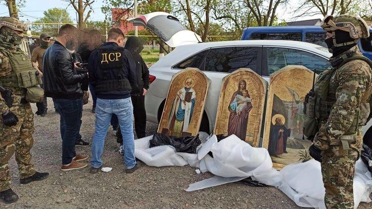 В Украине поймали воров, которые два года выносили иконы из церквей