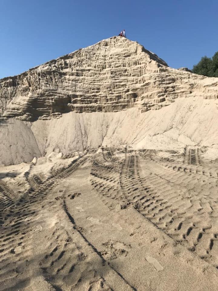 Столичная фирма занималась незаконной добычей песка из Днепра