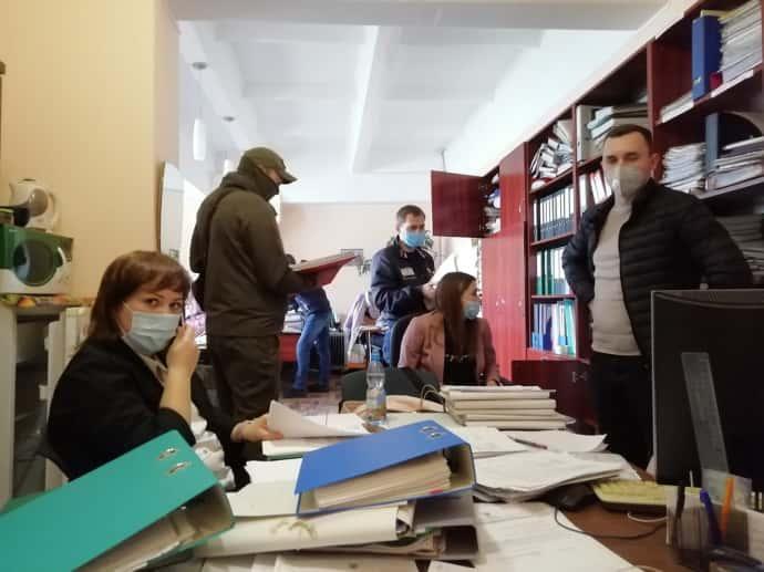 СБУ и полиция проводят обыск в Центре Довженко