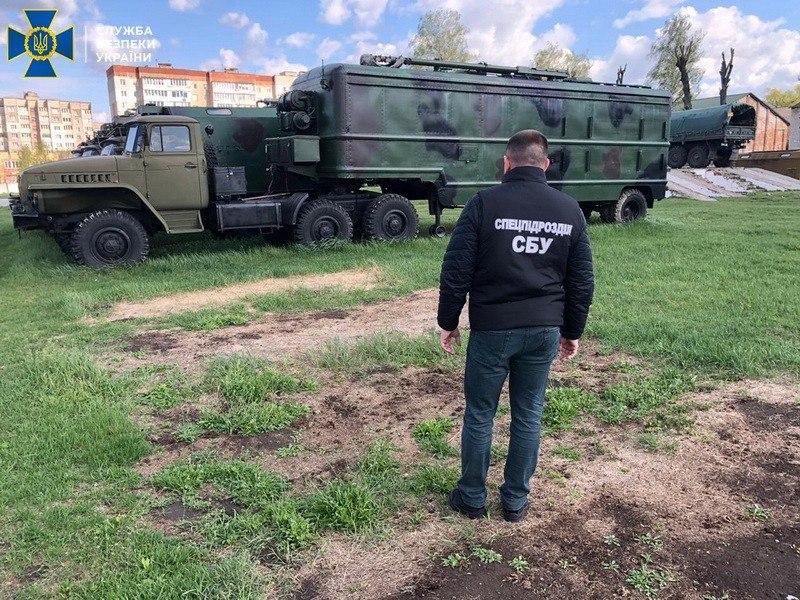 СБУ задержала дезертира за попытку продать комплектующие к военной радиостанции