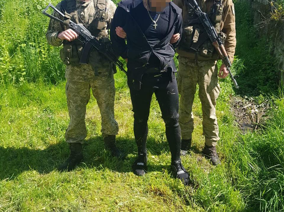 Мукачевские пограничники во время погони задержали водолаза-контрабандиста