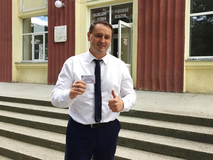 На Закарпатье во двор нардепа от «Слуги народа» бросили «коктейль Молотова»