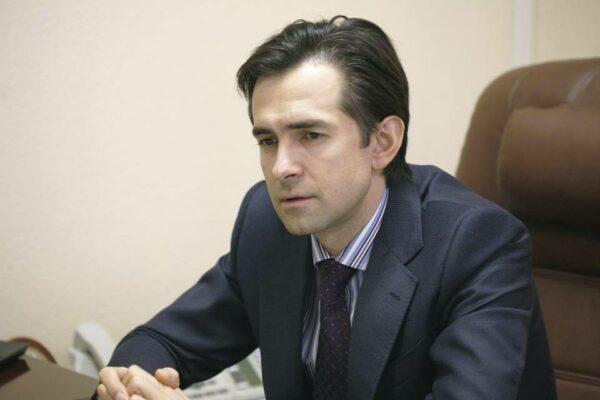 Сын нового главы налоговой живет в элитной квартире в центре Киева и ездит на новом Porsche