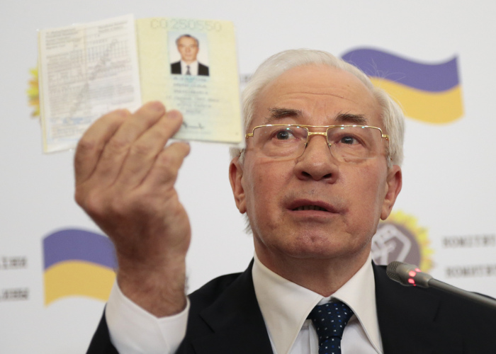 Адвокату Азарова отказали в возобновлении расследования против премьер-министра
