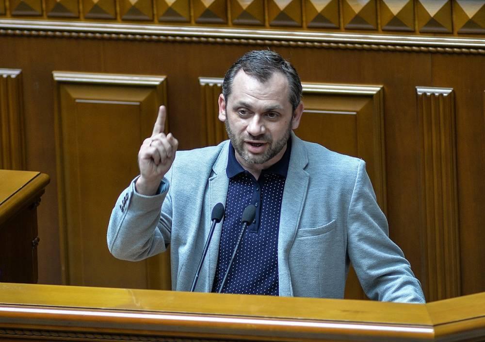 Экс-нардеп Левус, обвиняемый в злоупотреблении положением, остался без средств к существованию