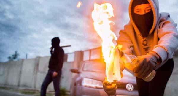 В Олешках сожгли Hummer местного депутата