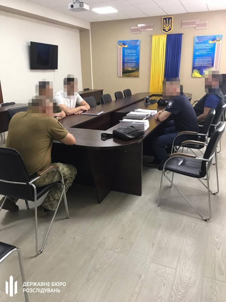В Одессе двум чиновникам Минобороны вручили подозрение в хищении средств при строительстве казарм