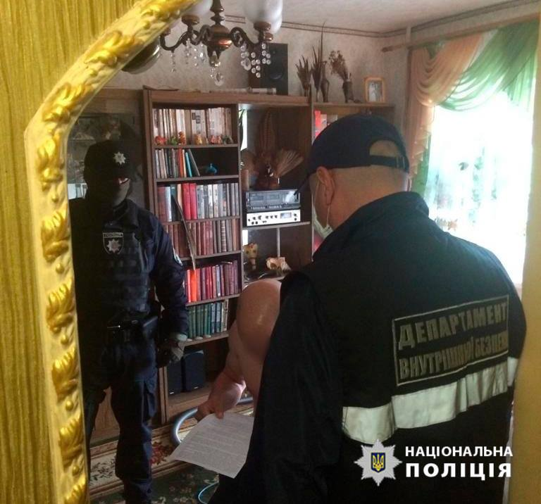 В Запорожской области установили личность местного жителя, облившего полицейского серной кислотой