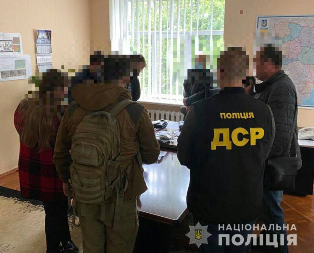 В Сумах главу филиала ГП «Украинское государственное аэрогеодезическое предприятие» поймали на взятке в 200 тысяч гривен