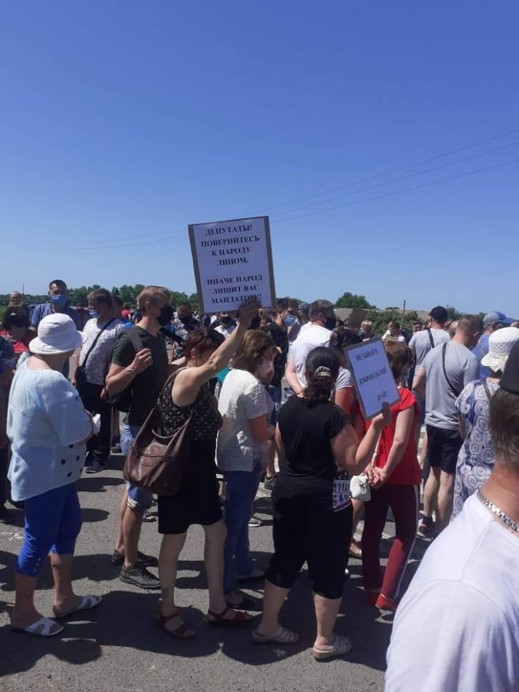 Кризис отрасли: работники государственных шахт перекрыли дорогу у Новотроицкого