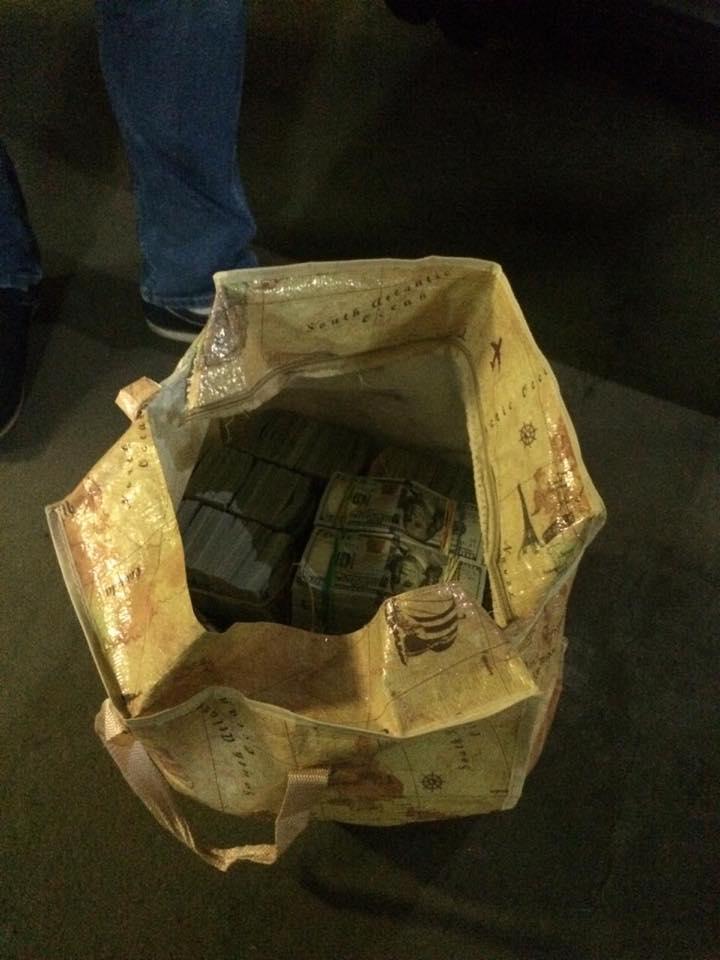 В Киеве чиновник ГФС принес для Холодницкого сумку с 6 млн долларов
