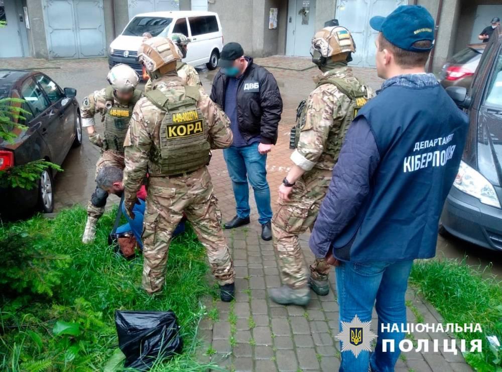 В Ивано-Франковске разоблачили мошенника, который в образе полицейского выманил у людей 400 тысяч гривен