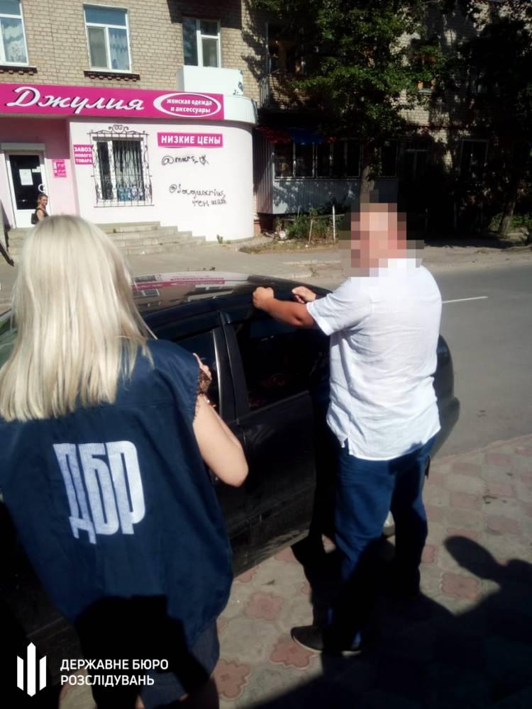 В Луганской области налоговик вымогал 30 тысяч долларов