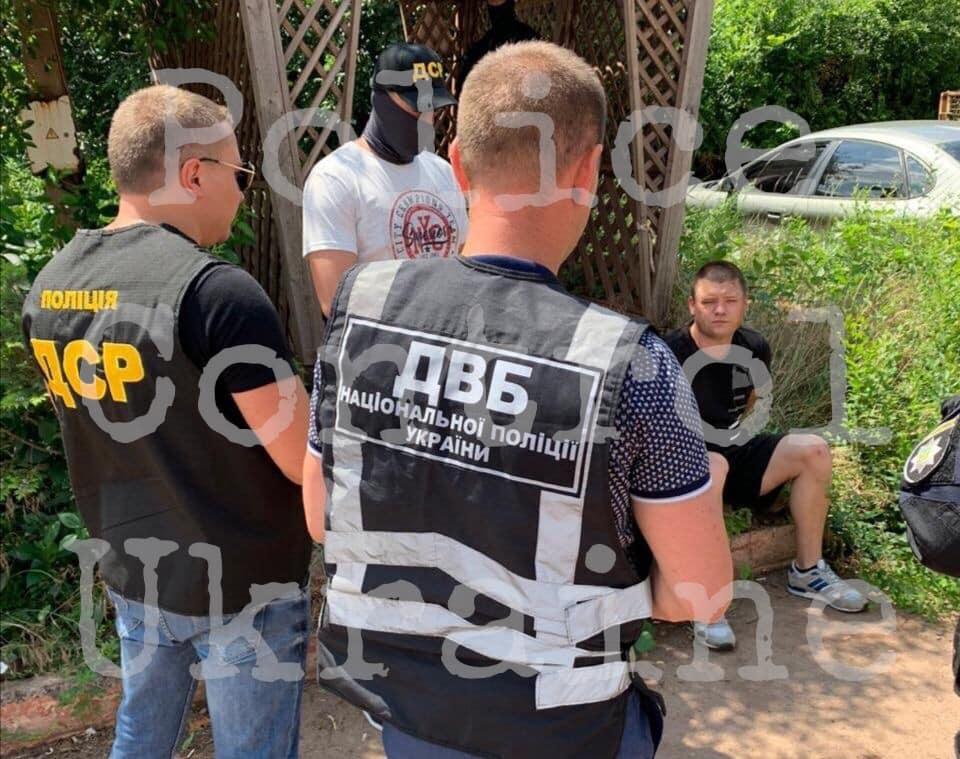 В Кривом Роге патрульный и депутат вымогали взятку 100 тысяч долларов