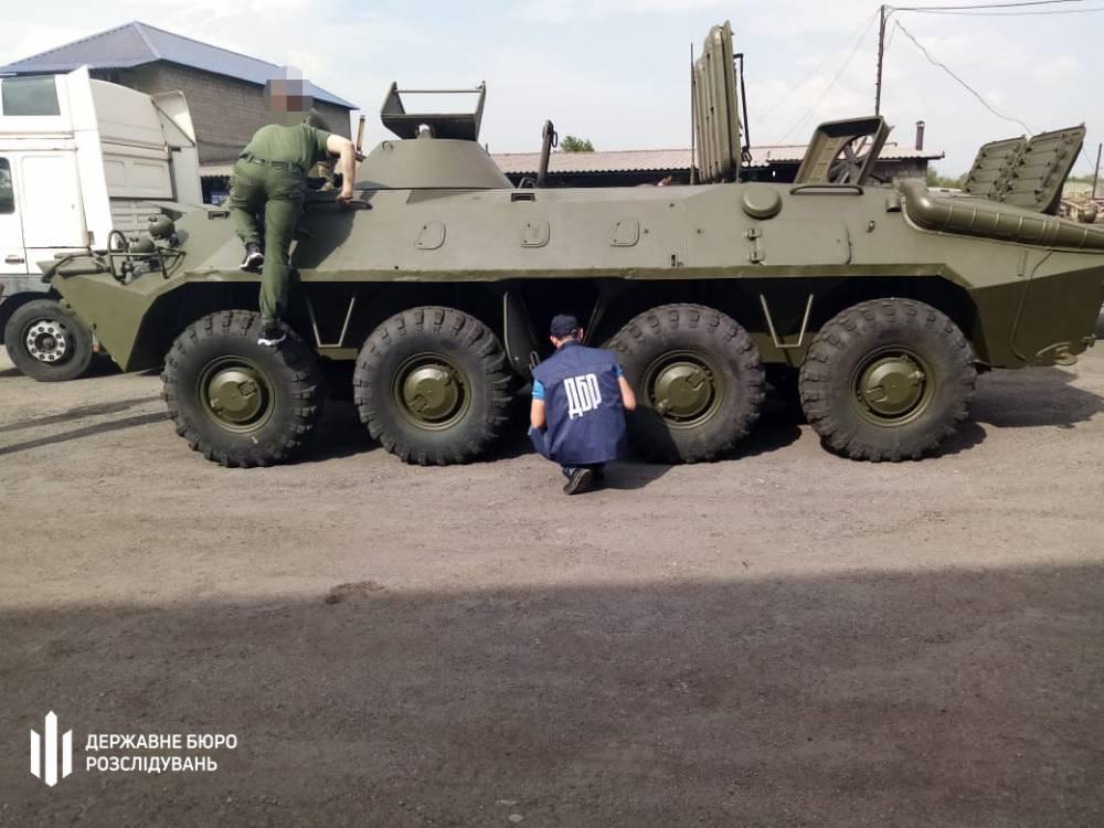 Следователи ГБР отобрали у общественников бронетранспортер, который украли у военных