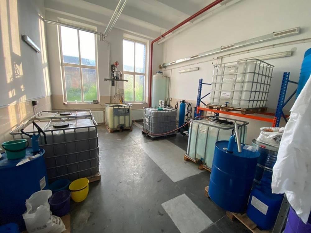 В Сумах закрыли подпольный мини-завод по производству спирта