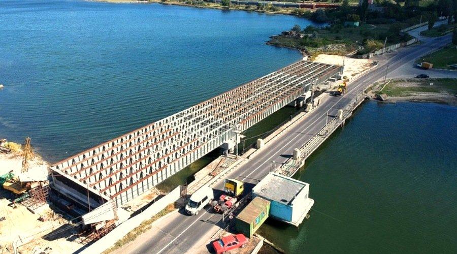 Подрядчик, строивший мост через Сухой лиман из украденных конструкций, завысил смету на 3 млн гривен